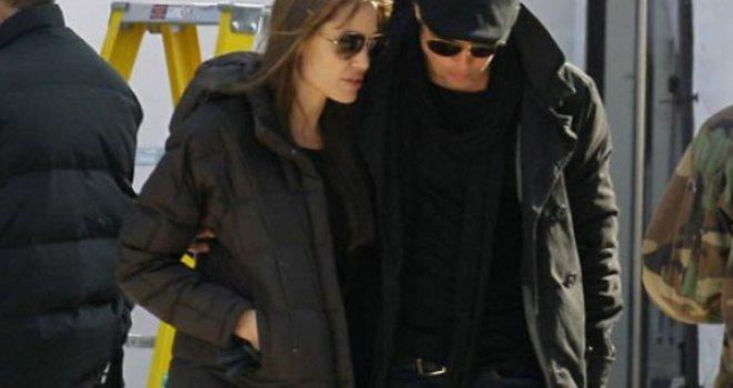 U tajnosti unajmila vilu: Angelina Jolie je razvod planirala puno prije navod...
