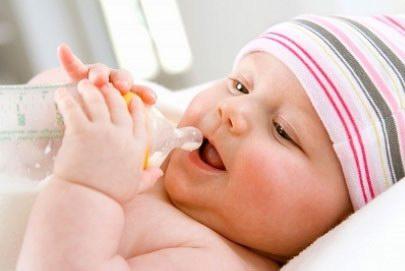 beba s flasicom-ilustracija