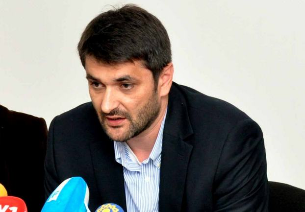 Emir Suljagić, naslovna