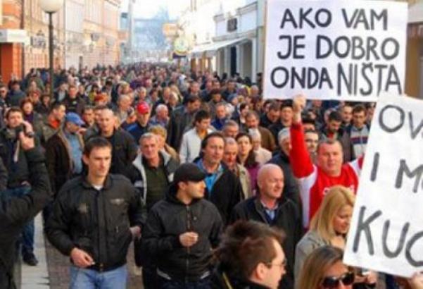 UPUTILI SE PREMA ZGRADI VLADE KS: Nekoliko hiljada prosvjetnih radnika protestvuje u Sarajevu