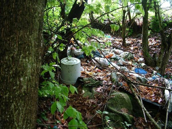smeće i kanalizacija usred Tešnja