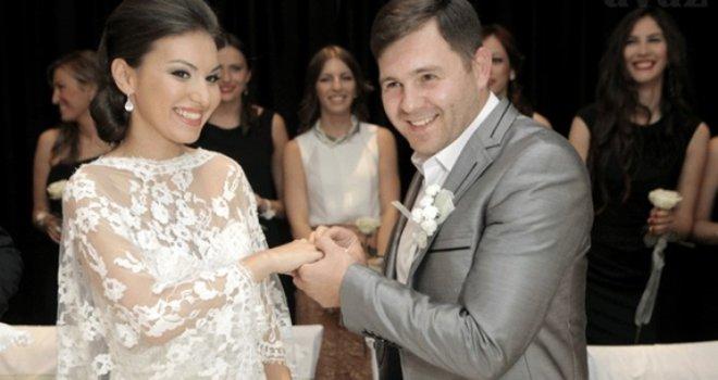 Šest godina ljubavi: Supruga Eldina Huseinbegovića godišnjicu braka 'okrunila' emotivnom fotografijom i porukom
