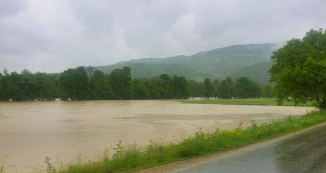 Goražde: Poplave uzrokovale odrone i prekide u saobraćaju, nekoliko mostova potopljeno