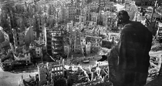 Njemačka je gladovala sravnjena sa zemljom, a onda je jedan čovjek pretvorio u 'ekonomsko čudo'!