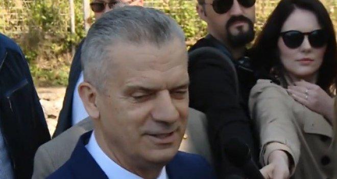 Pogledajte trenutak puštanja na slobodu Fahrudina Radončića: 'Drago mi je što sam izišao...'
