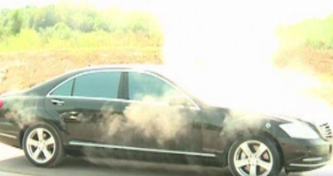 Dim na sve strane: Zapalio se automobil Milorada Dodika!