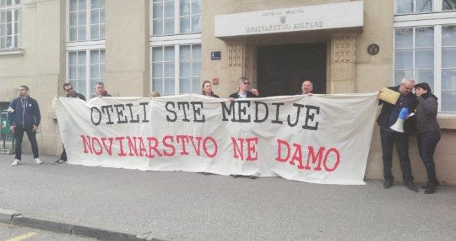 http://hrvatskifokus-2021.ga/wp-content/uploads/2019/03/5c7a879c-5990-466c-b869-35a00a0a0a82-protest-novinara-zagreb-preview.jpg
